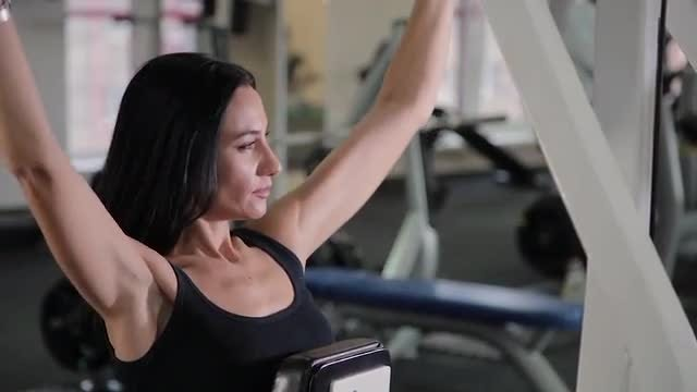Woman Working Out: Stock Video