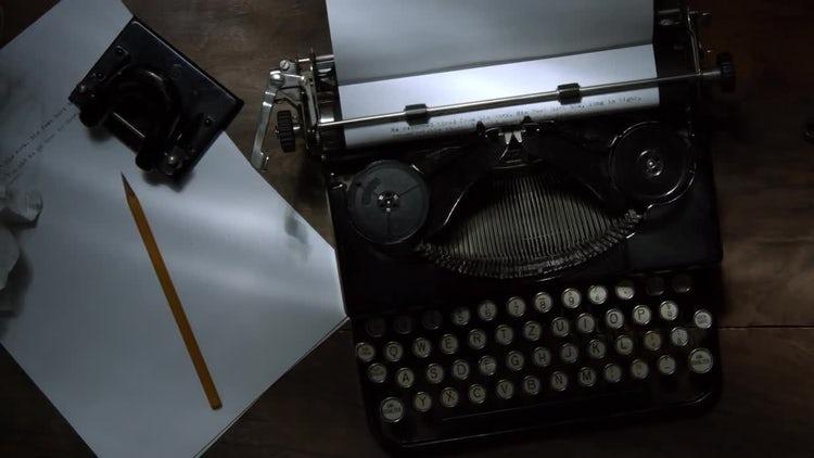 Vintage Typewriter: Stock Video