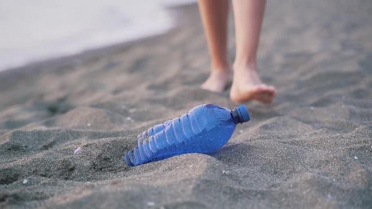 Removing Beach Litter: Stock Video