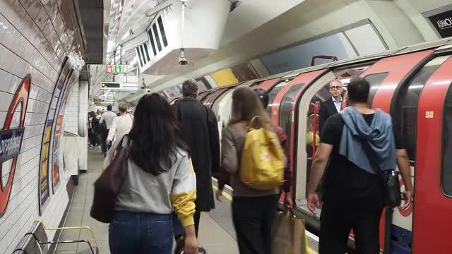 London Underground: Stock Video
