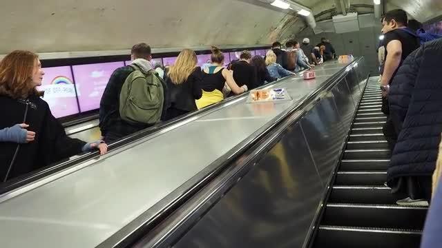 London Tube Escalator: Stock Video