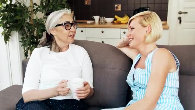 Mother And Daughter Chatting: Stock Video