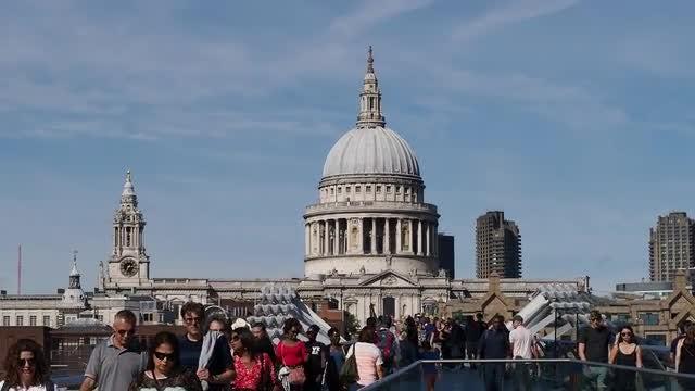 Millennium Bridge: Stock Video