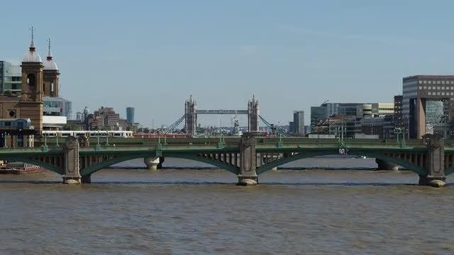 London Tower Bridge: Stock Video