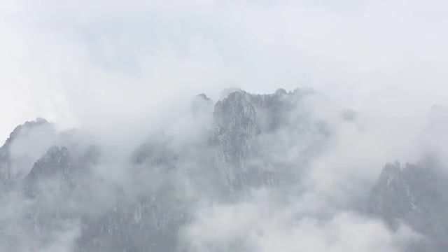 Foggy Mountain Peaks: Stock Video