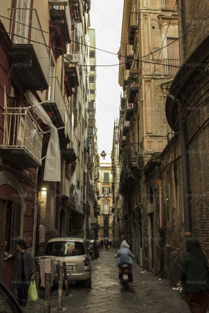 Old Alleyway In Naples: Stock Photos