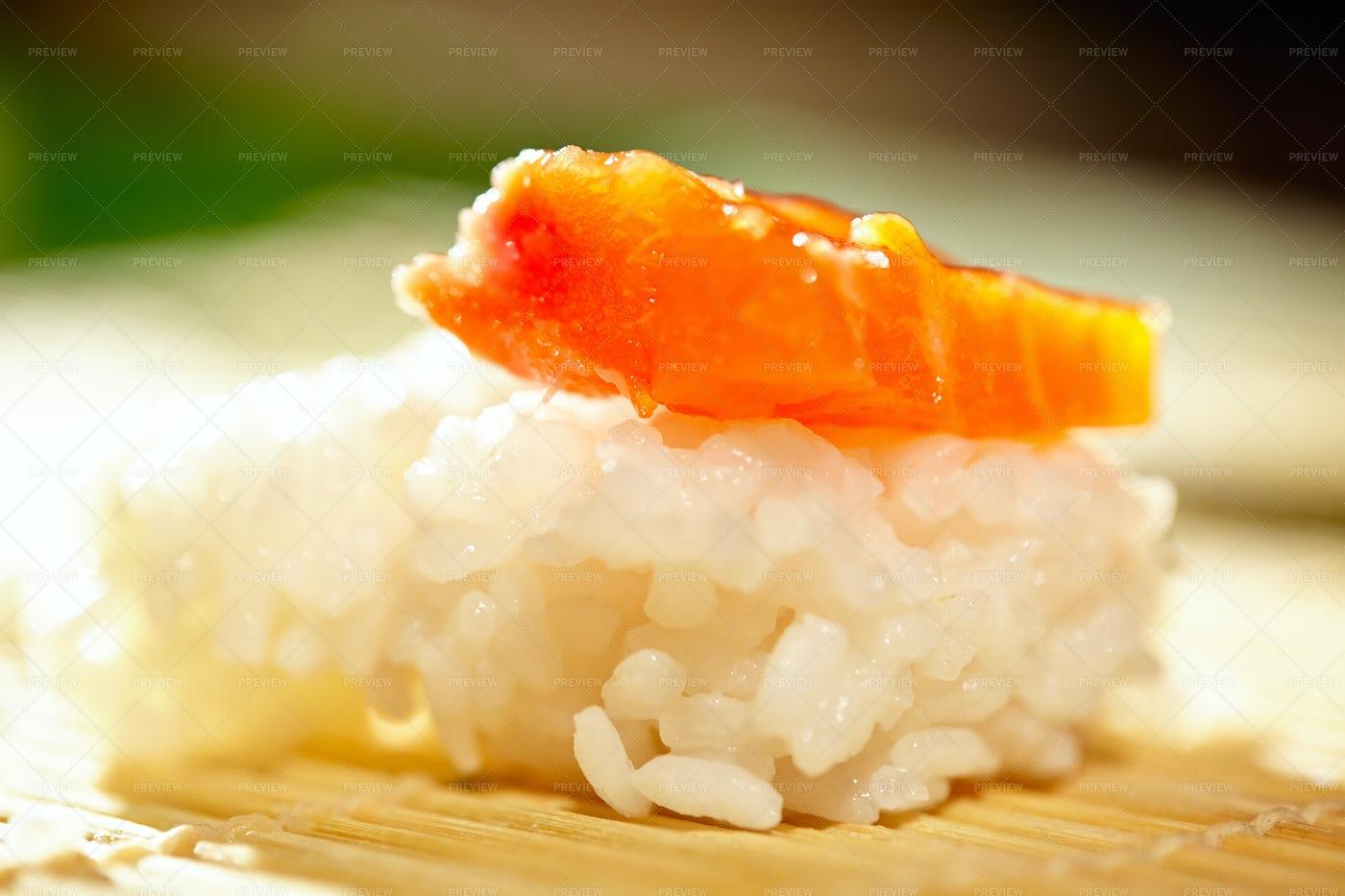 Salmon Sushi: Stock Photos