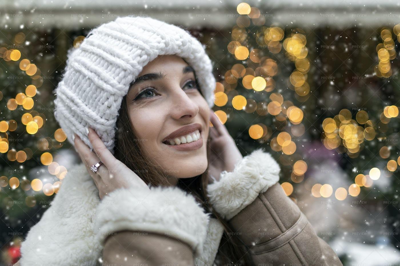 Snowy Christmas Girl: Stock Photos