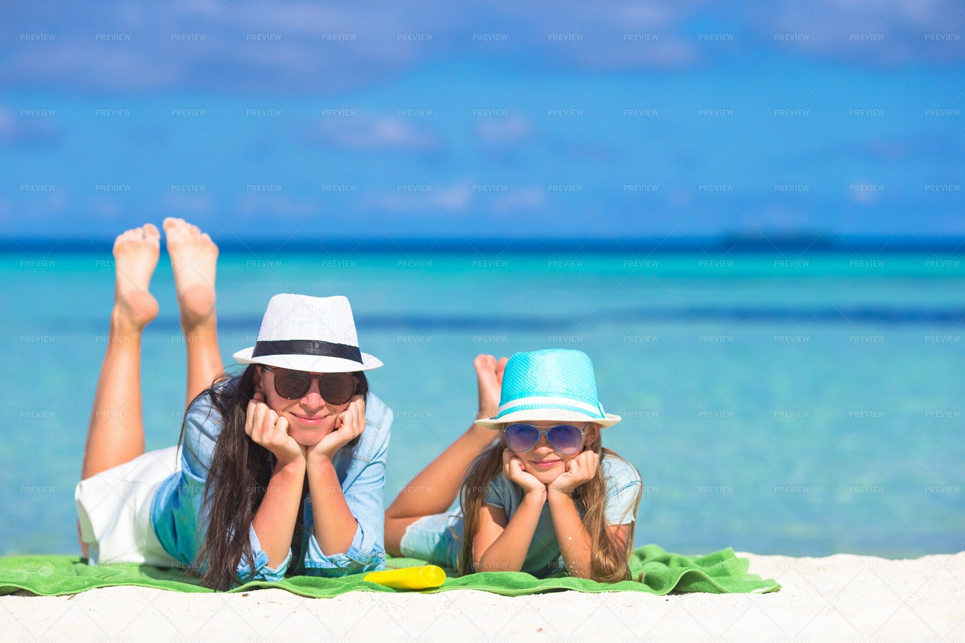 Family Relax At The Beach: Stock Photos