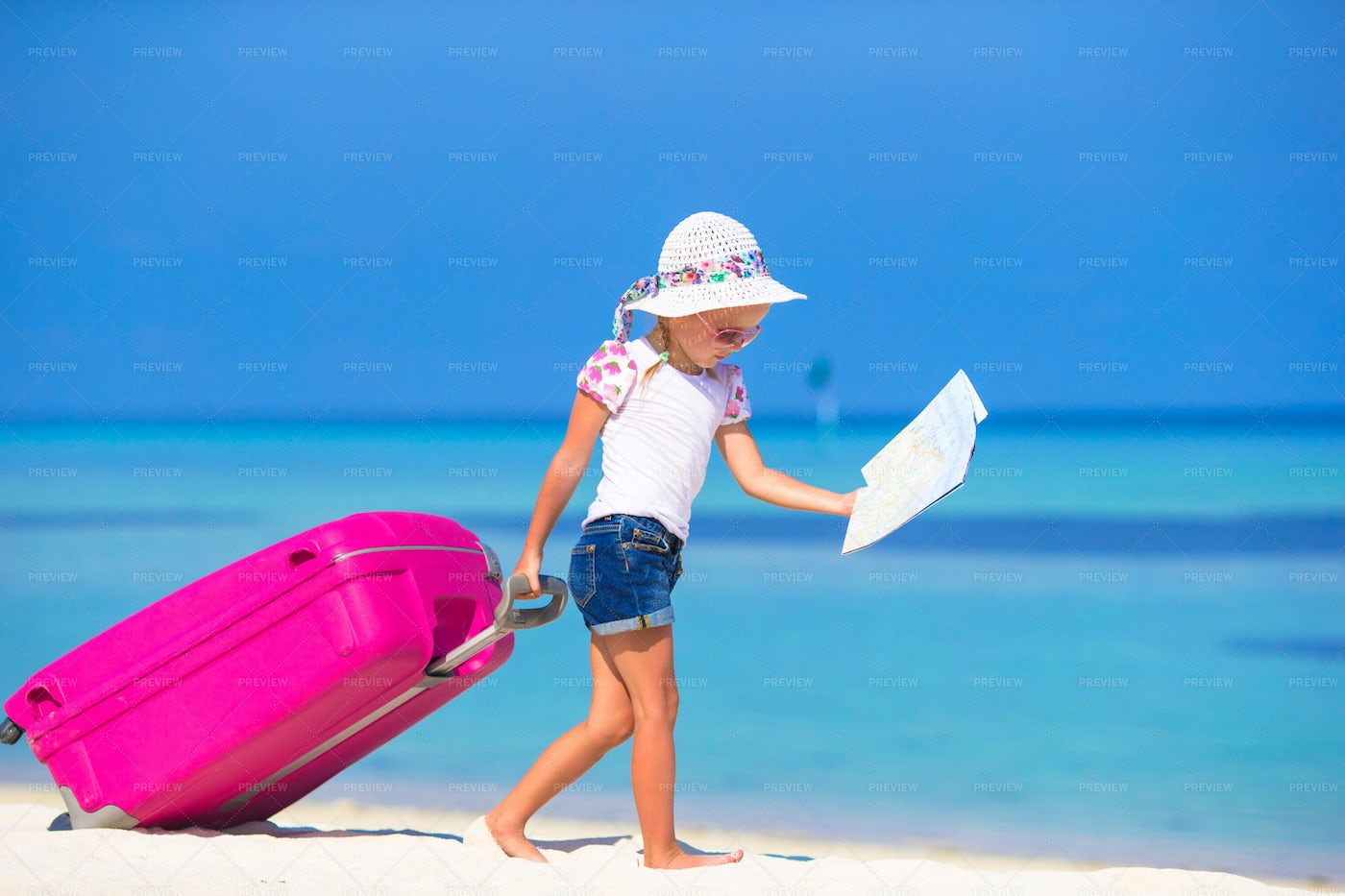 Girl With Suitcase: Stock Photos