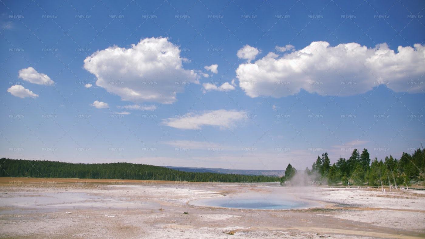 Yellowstone Geyser: Stock Photos