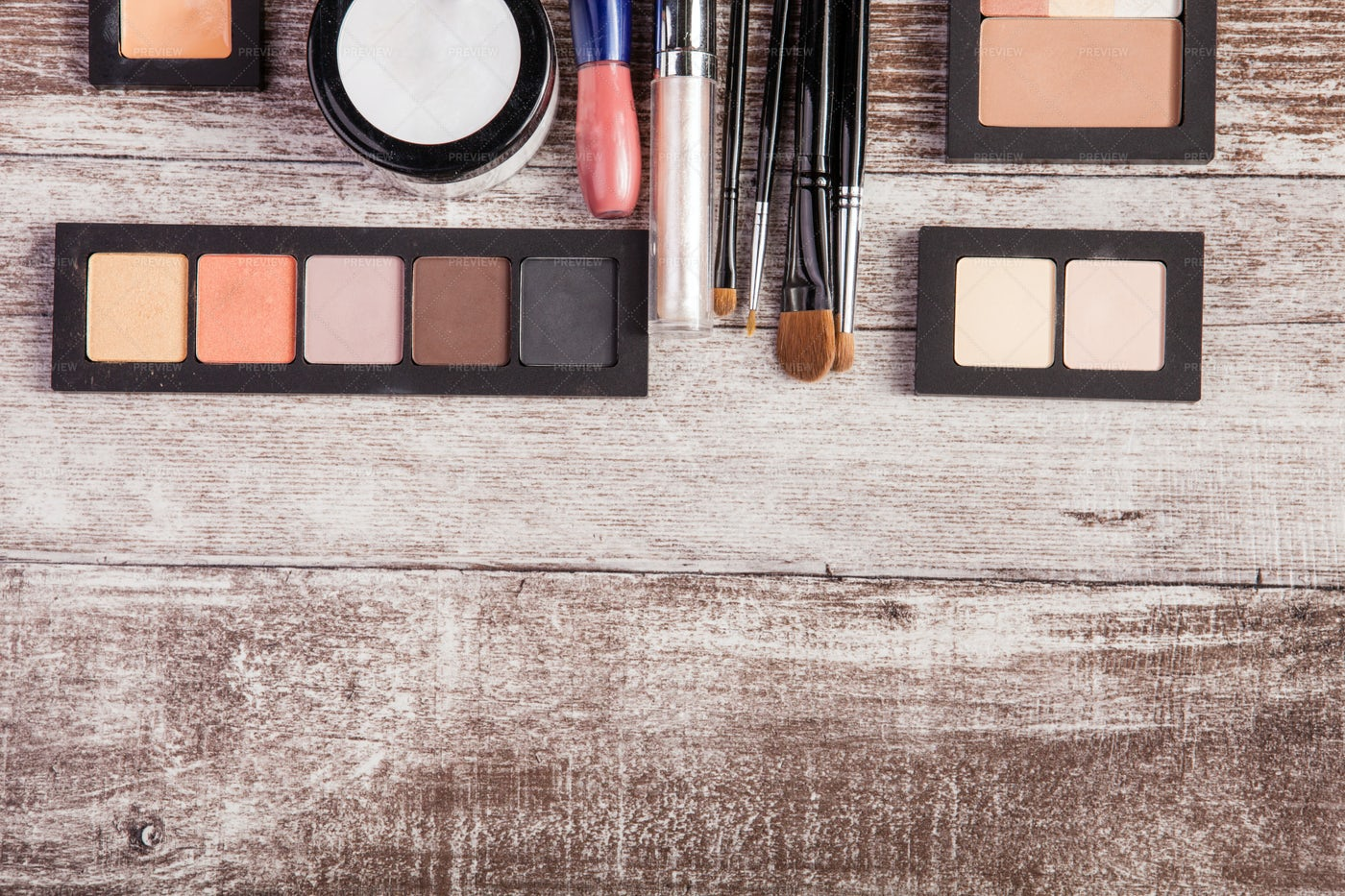 Cosmetics On Wood: Stock Photos