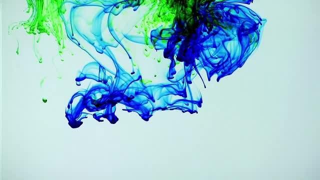 Blue & Green Ink Spread: Stock Video