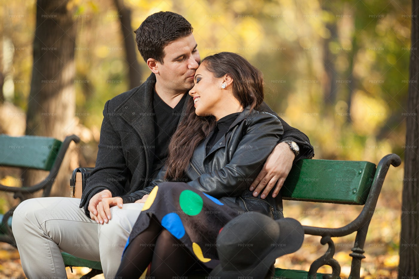 Kiss In The Park: Stock Photos