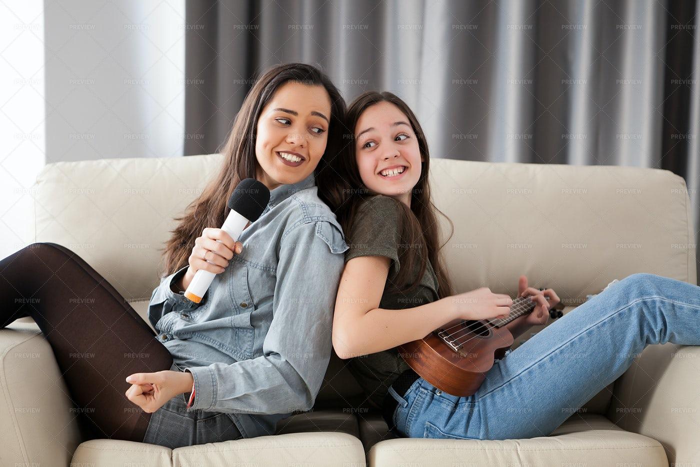Singing Sisters: Stock Photos