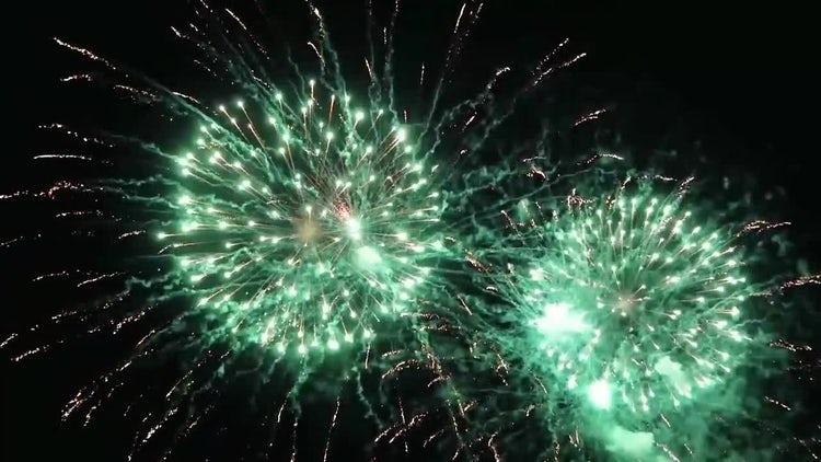 Fireworks Exploding: Stock Video
