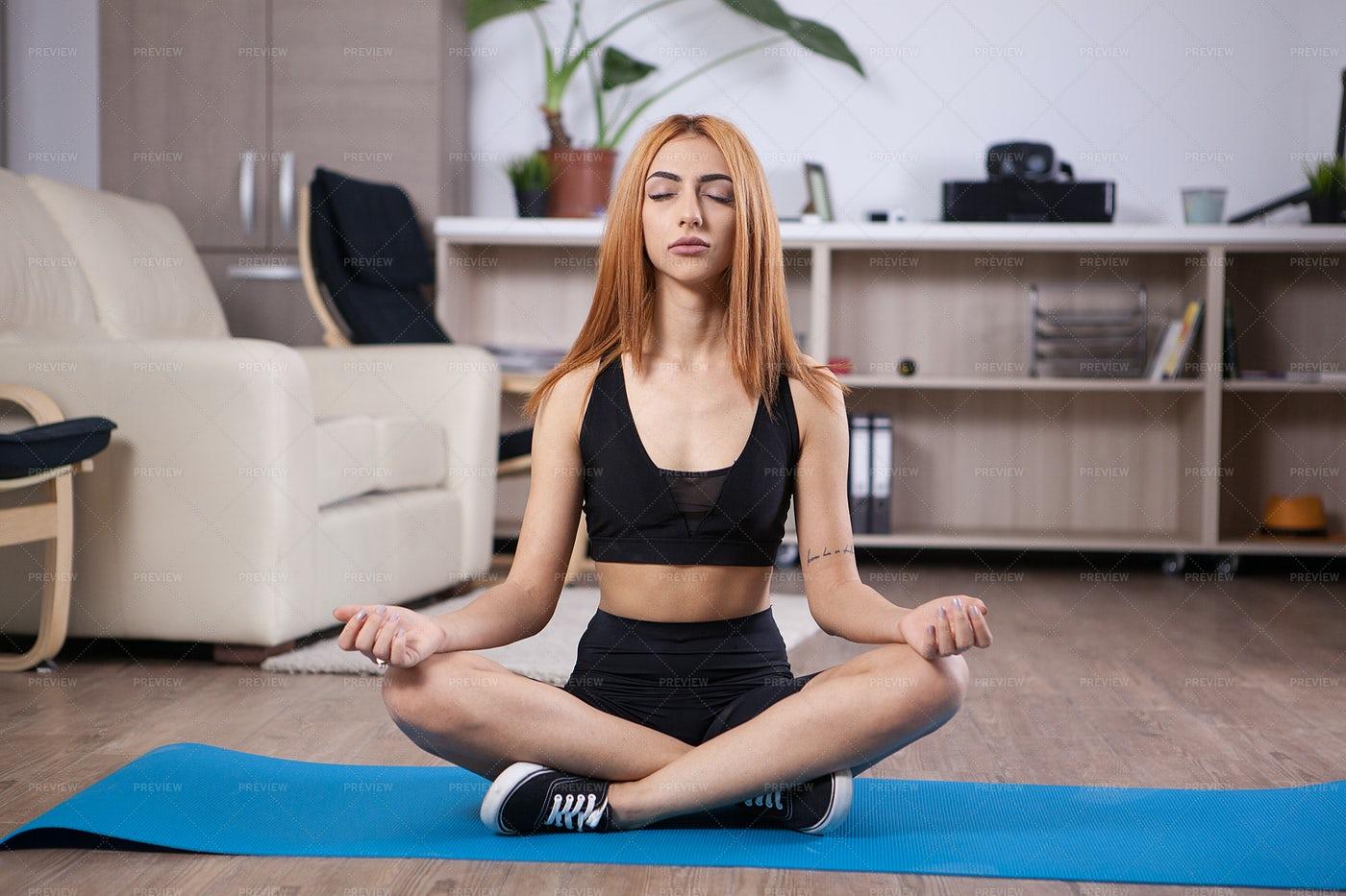 Woman Doing Lotus Pose: Stock Photos