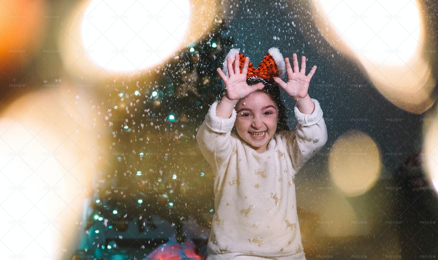 Kid Enjoying The Snow: Stock Photos