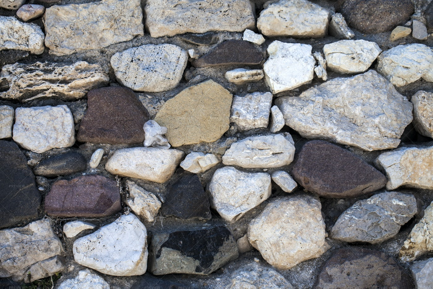 River Stone Wall: Stock Photos
