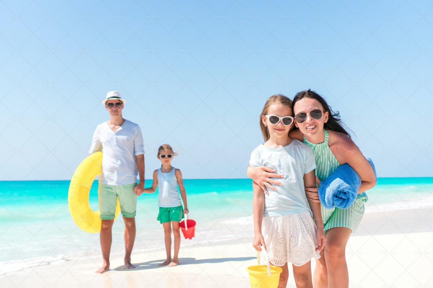 Family Enjoying Summer Vacations: Stock Photos