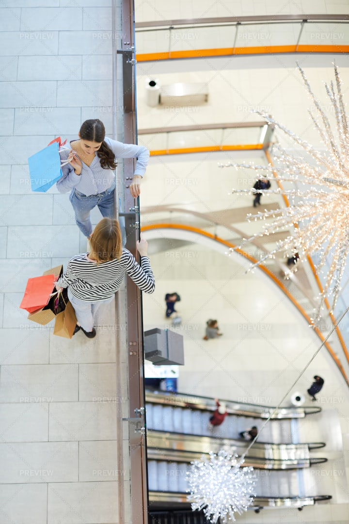 Girls In The Mall: Stock Photos