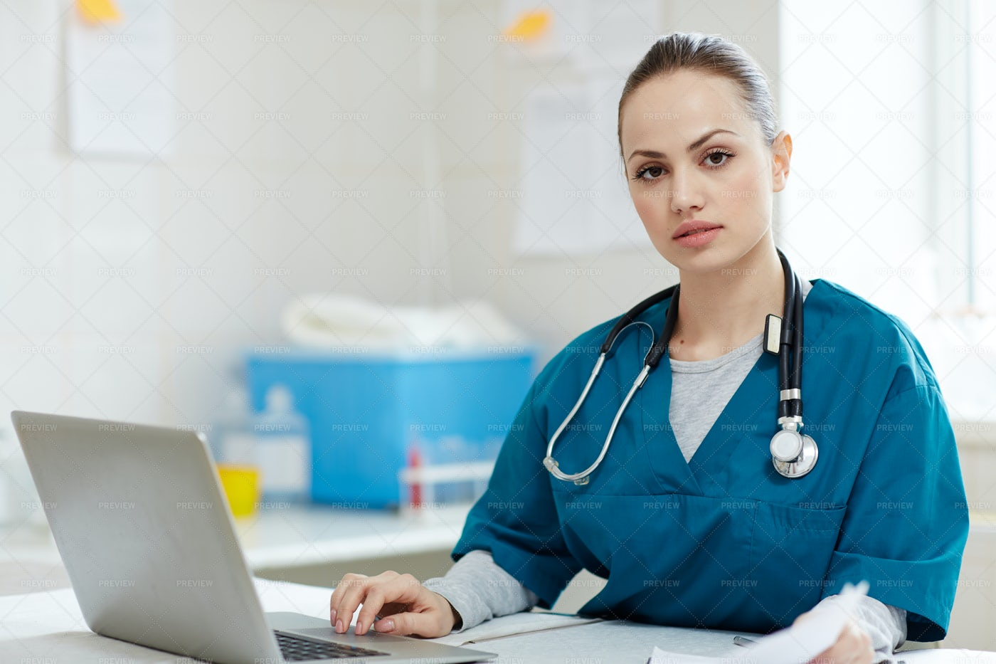 Female Veterinarian: Stock Photos