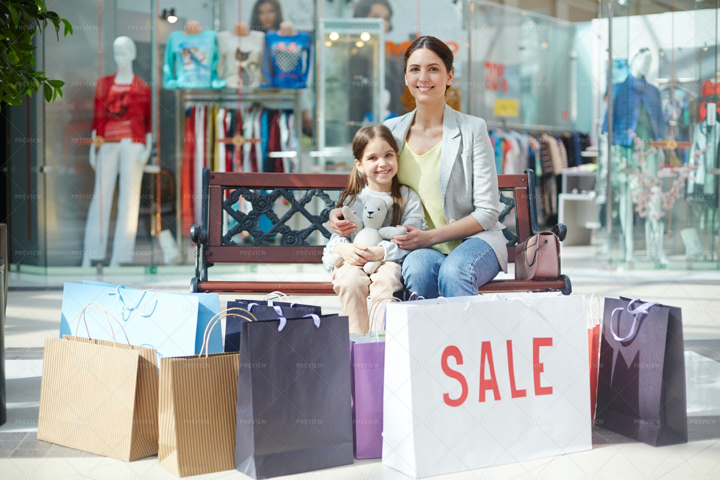 Happy With Shopping: Stock Photos