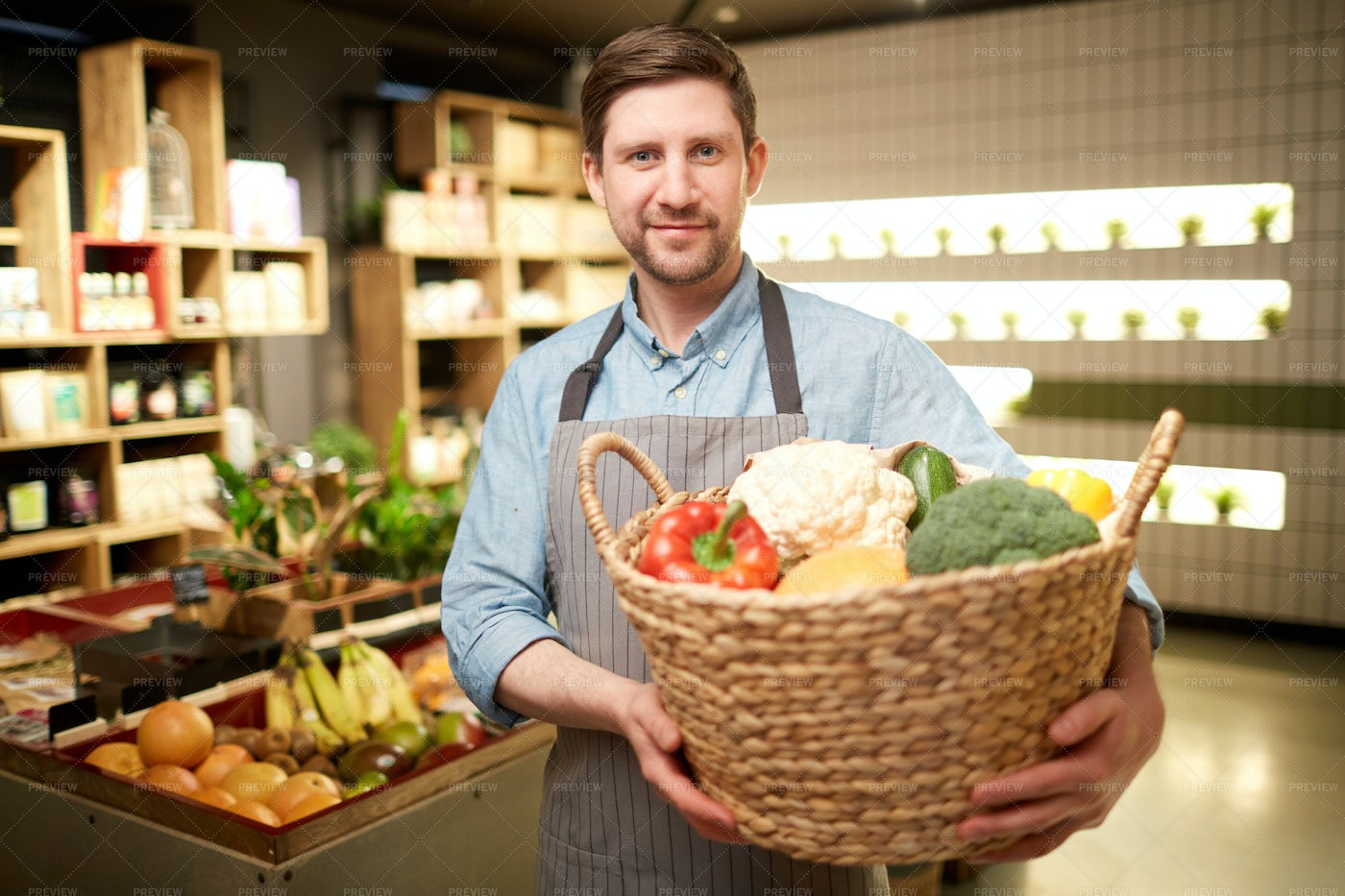 Man With Vegetables: Stock Photos