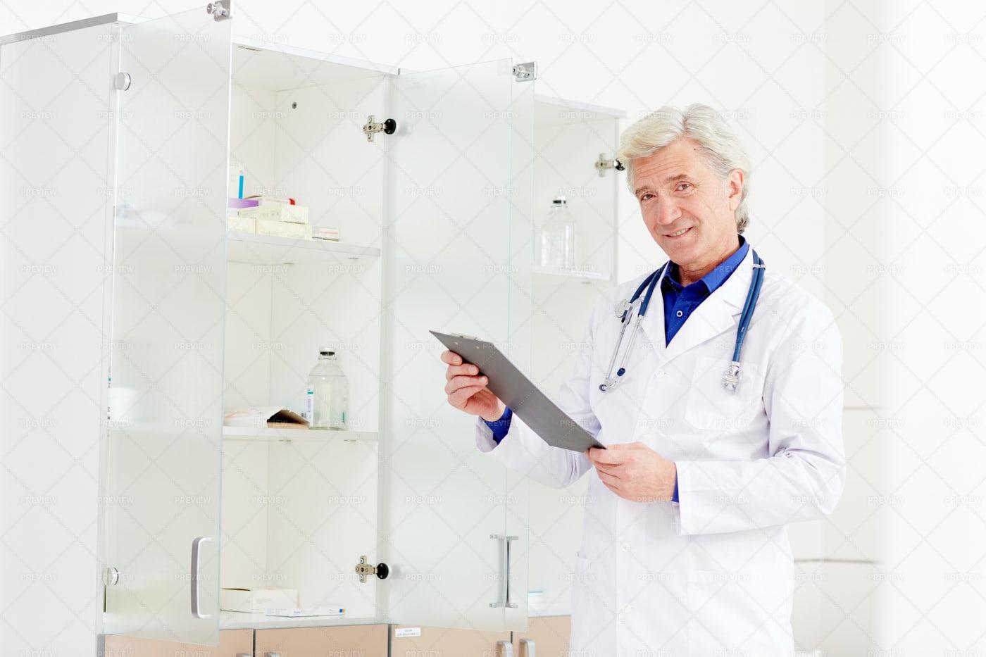 Experienced Doctor: Stock Photos