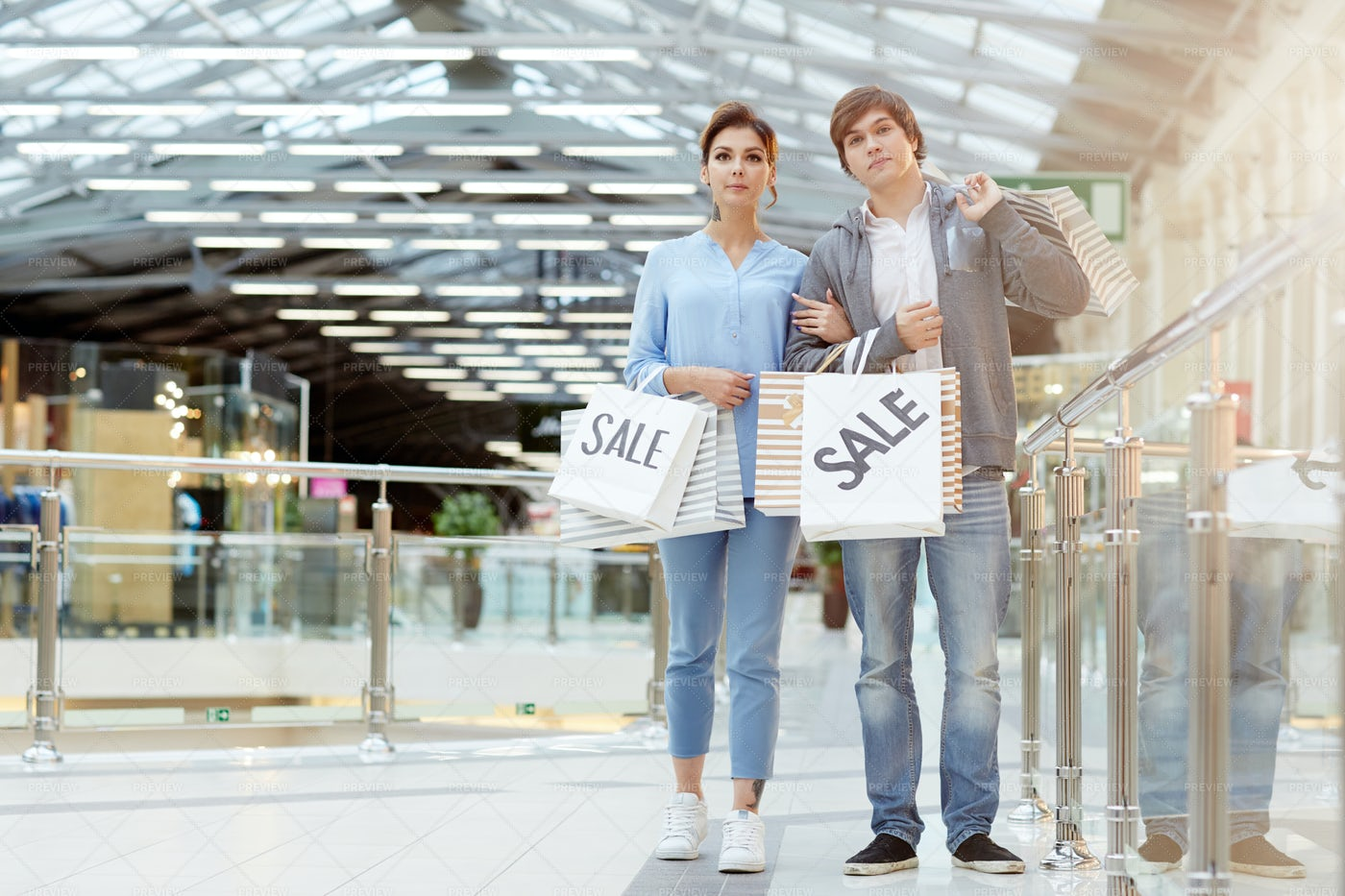 Couple Of Shopaholics: Stock Photos
