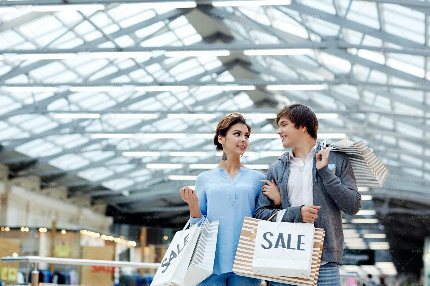 Couple Shopping: Stock Photos