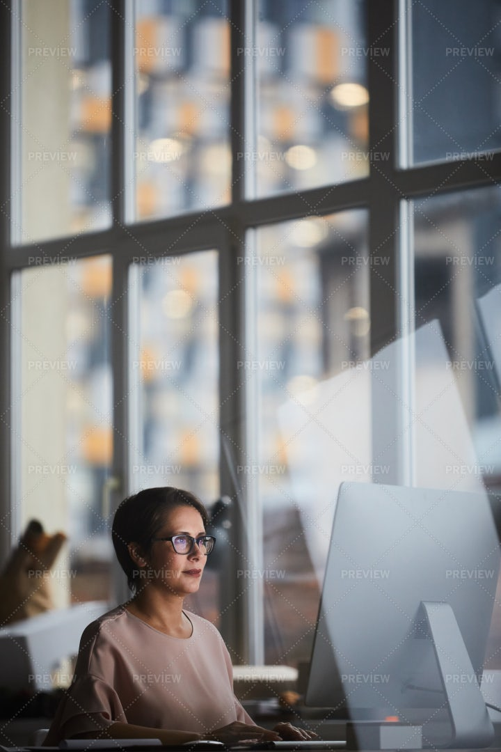 Contemporary Office Worker: Stock Photos
