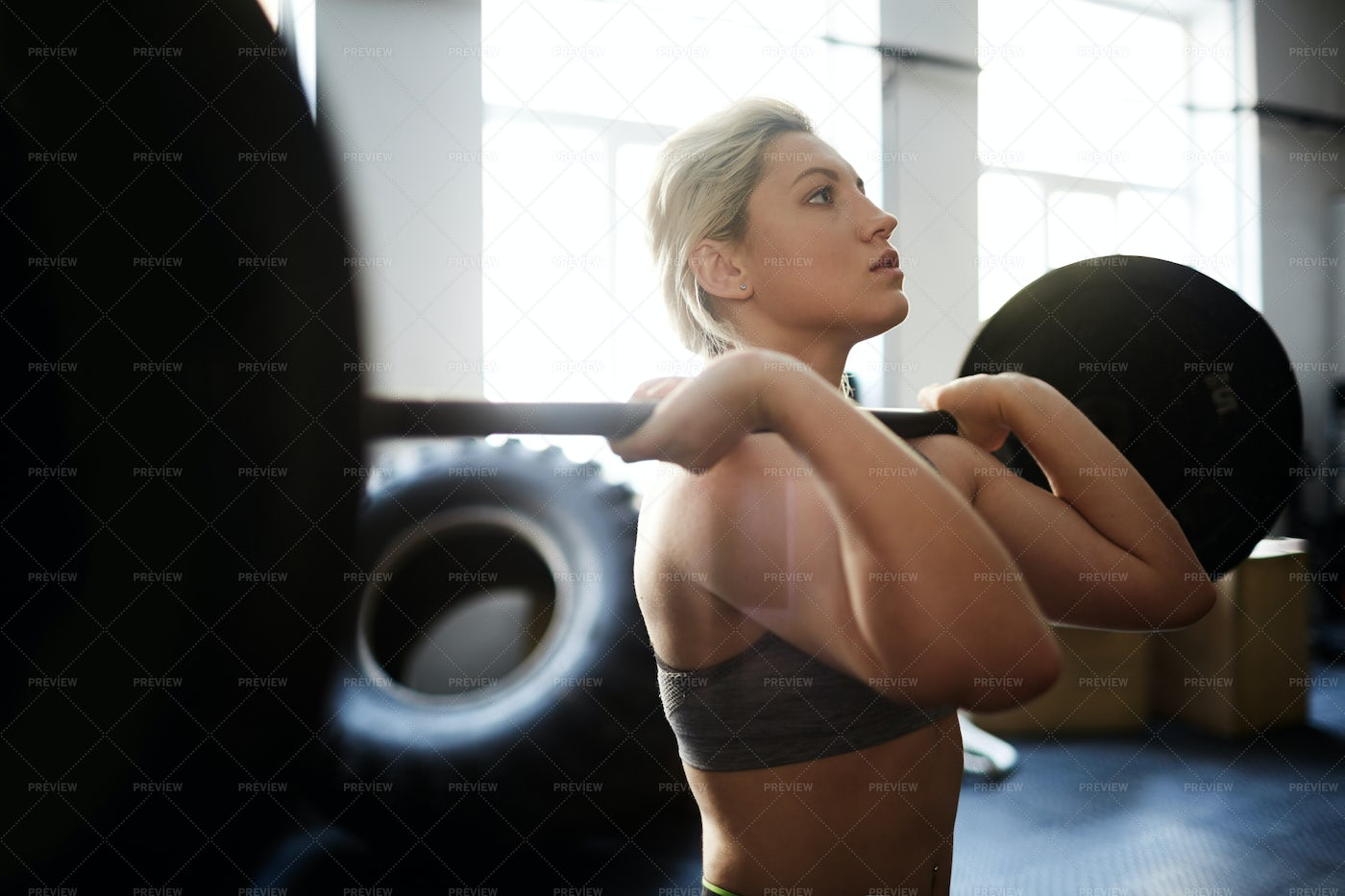 Pretty Woman Lifting Barbell: Stock Photos