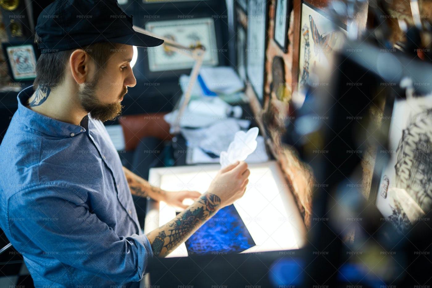 Worker Of Tattoo Salon: Stock Photos
