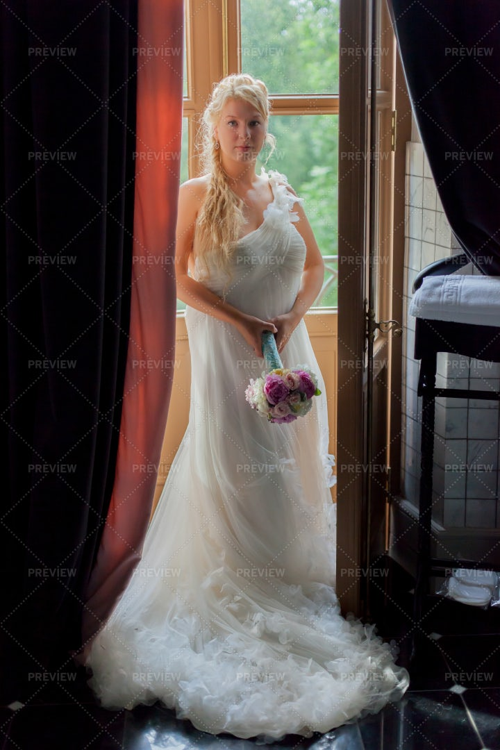 Ready For Her Wedding: Stock Photos