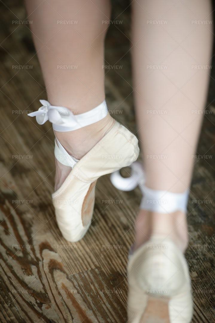 Ballerina Legs On Tiptoe: Stock Photos
