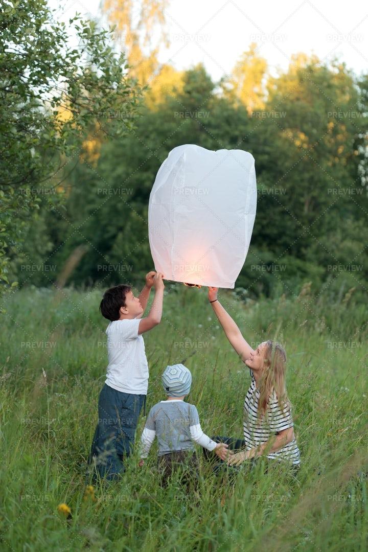 Lighting Paper Lantern: Stock Photos