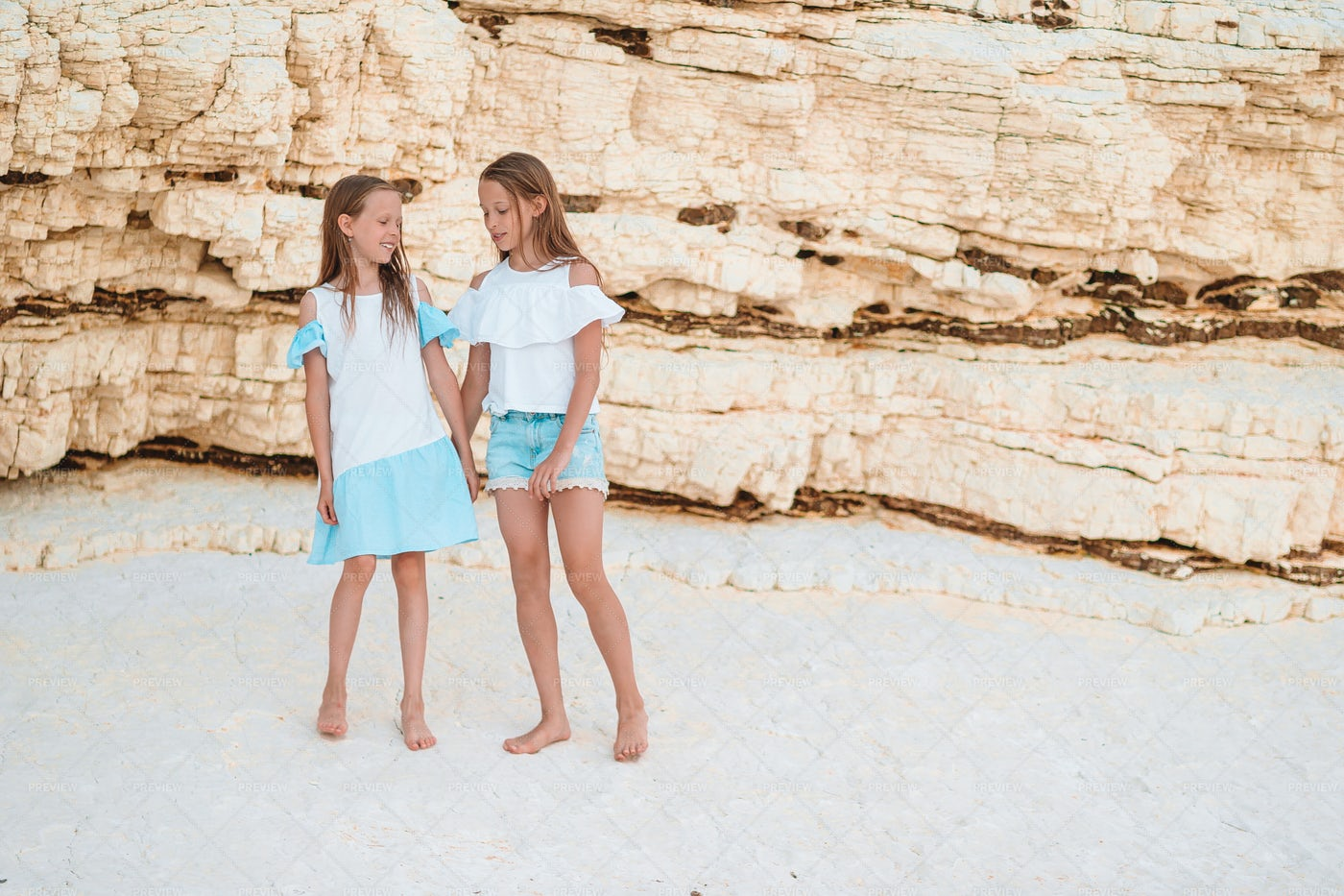 Sisters Enjoying Summer: Stock Photos