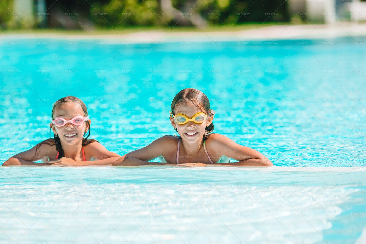 Swimming Sisters: Stock Photos