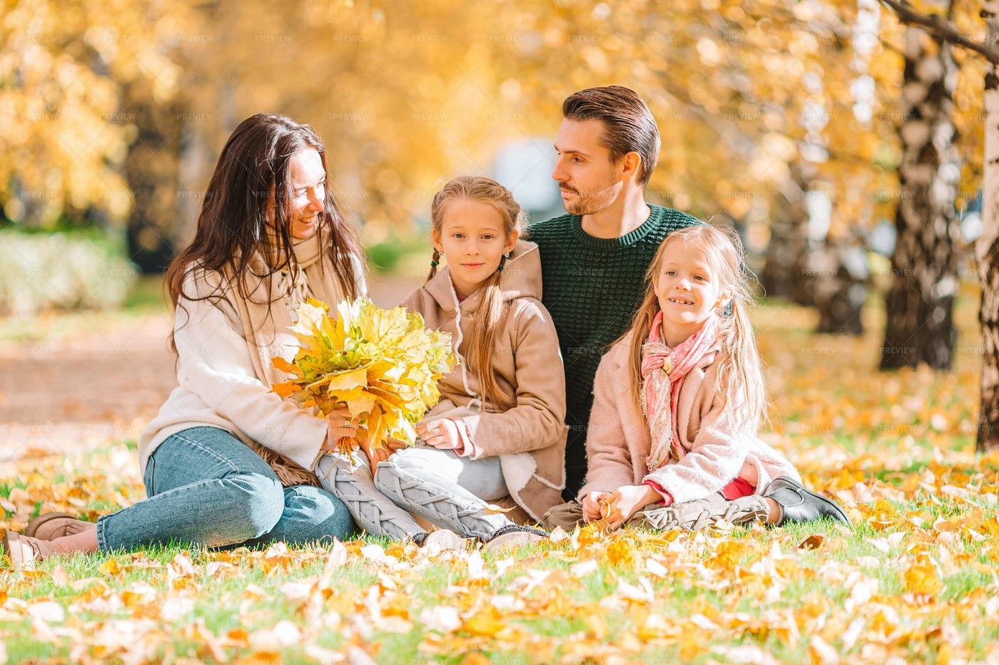 Portrait Of Family Of Four: Stock Photos