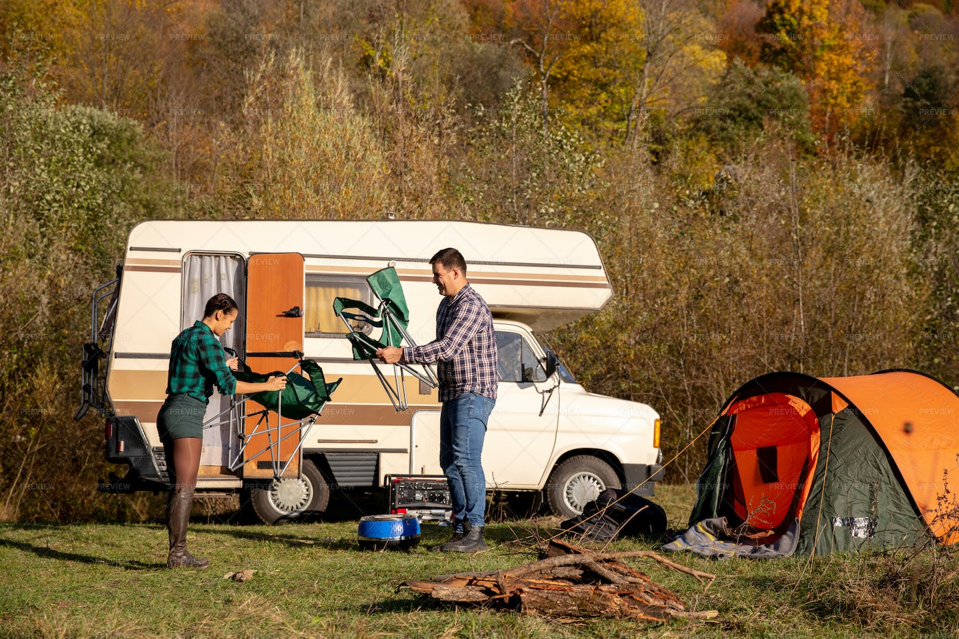 Campers Unfolding Chairs: Stock Photos
