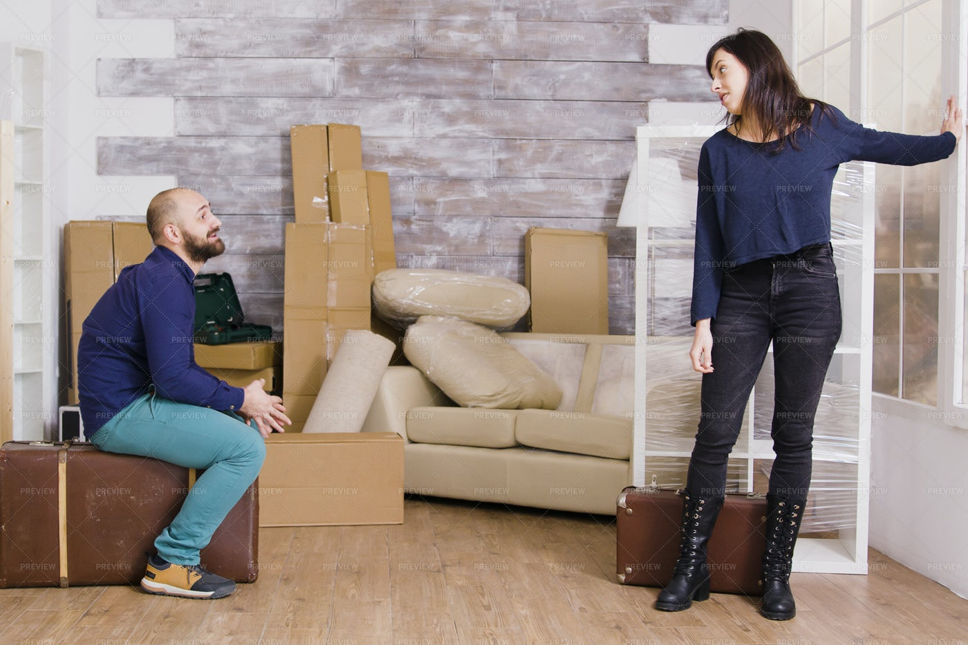 Couple Moving: Stock Photos
