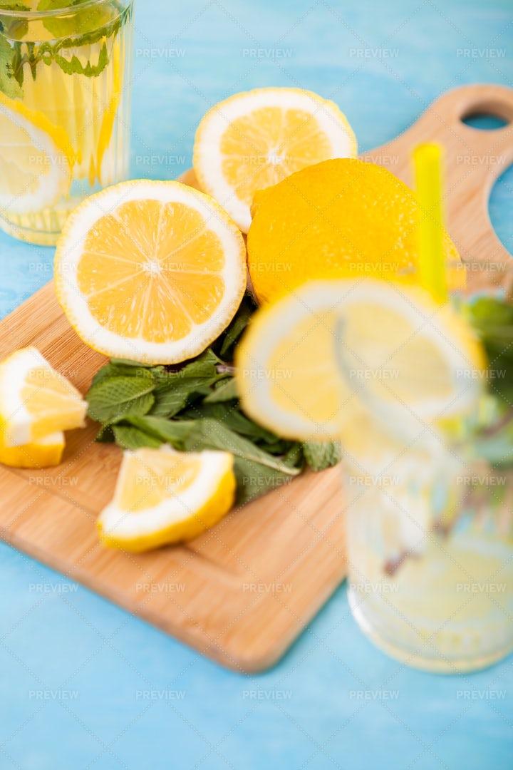 Detox Lemon And Mint Water: Stock Photos