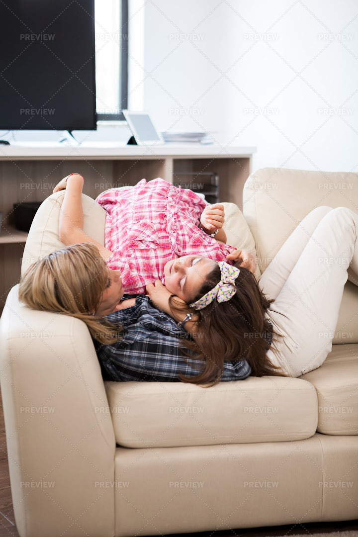 A Lady On The Couch With Her Daughter: Stock Photos