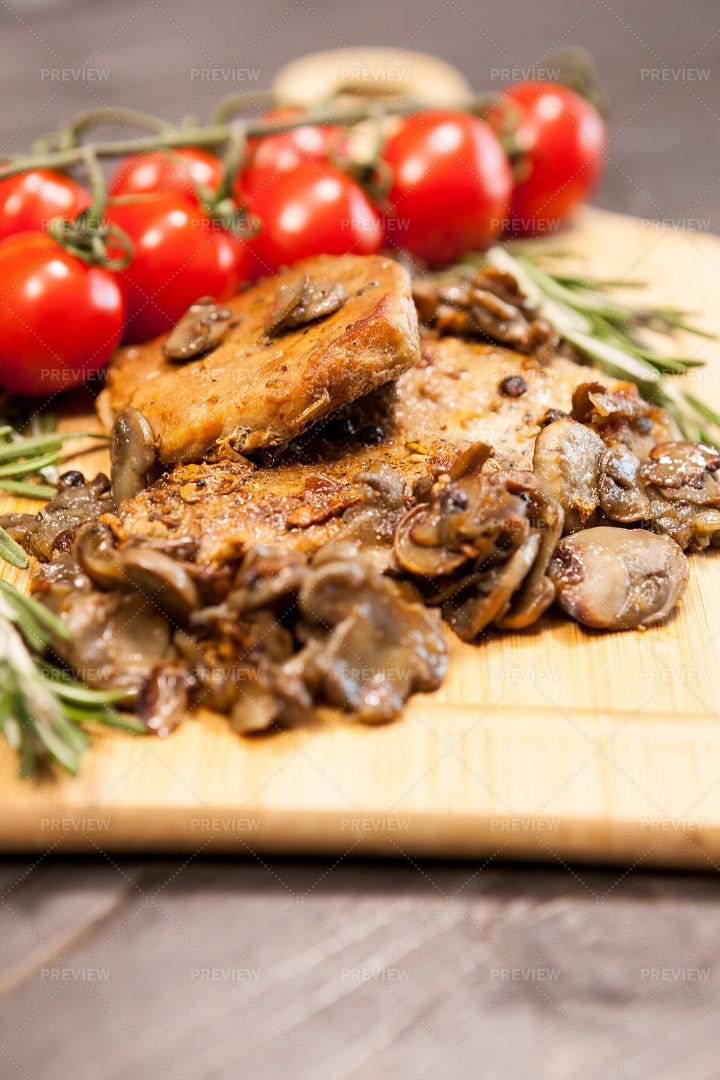 Pork Chops With Mushrooms: Stock Photos