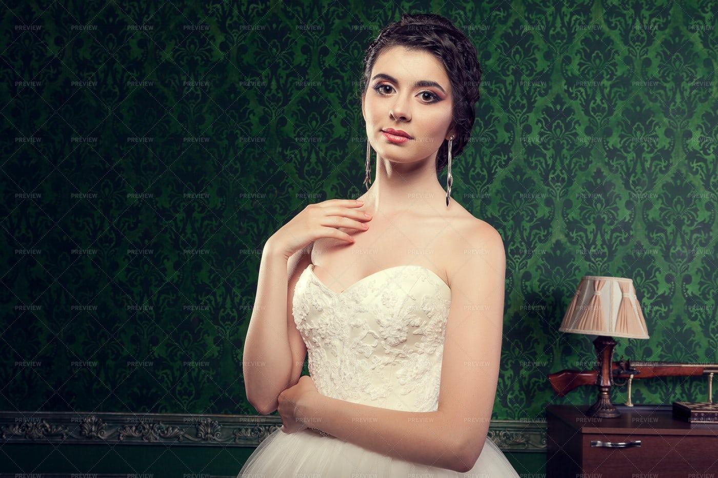 Bride In Strapless Dress: Stock Photos
