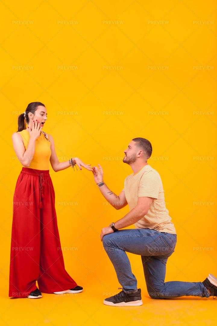 Boyfriend Proposing Marriage To Girl: Stock Photos
