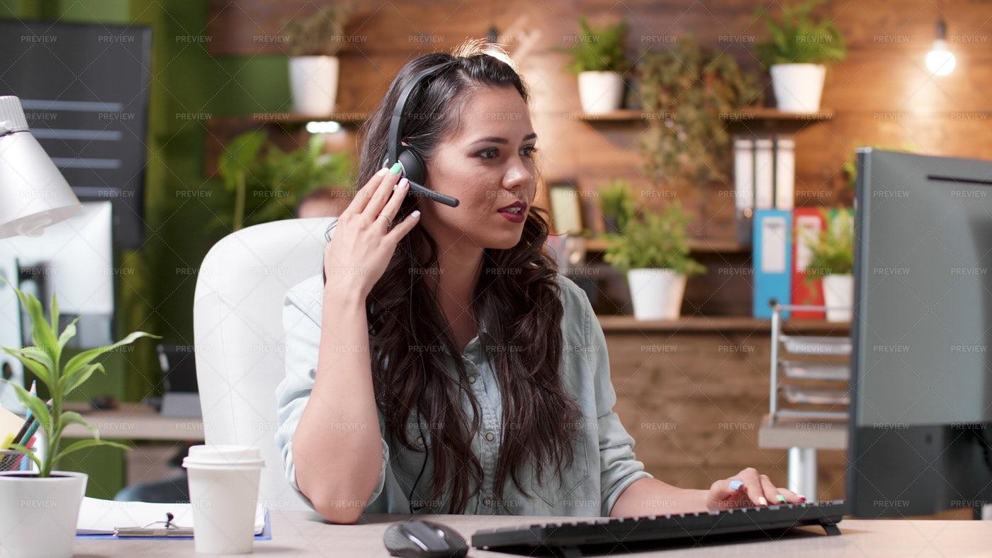 Woman Customer Support Representative: Stock Photos