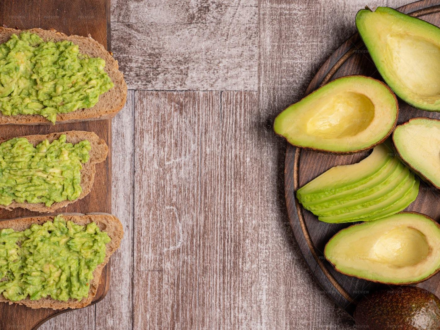 Smashed Avocado On Toast: Stock Photos