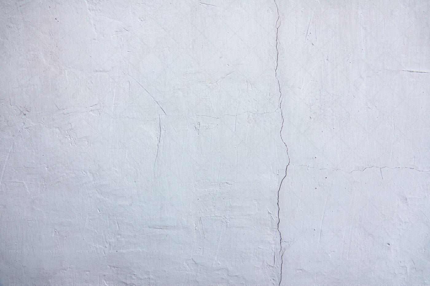 White Cracked Wall Texture: Stock Photos